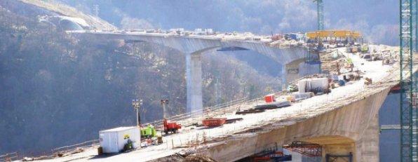Obras de construcci�n de un viaducto en la A-67