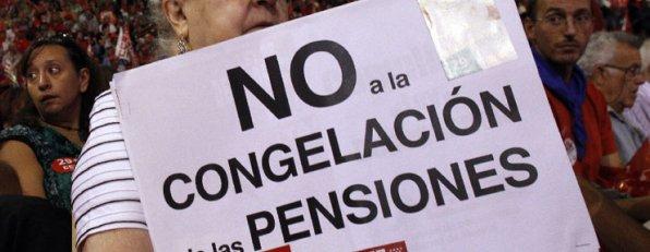 Pensionista protestanod por la congelación